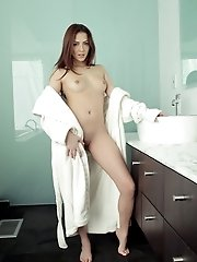 Join Babe Cassie Laine As She Aims The Pulsing Spray Of Water At Her Bald Pussy In Search Of A Wet A