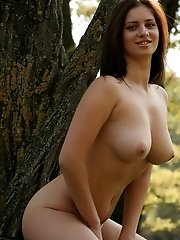 Gorgeous Nude Teen Climbs The Trees And Demonstrates Her Beauty As Large As Life.